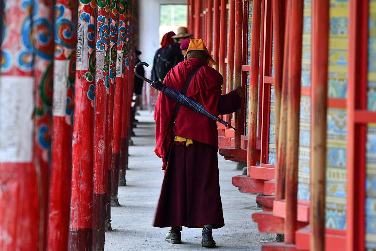 Prayer Wheels of Tagong Monastery | Foto da Liu Bin